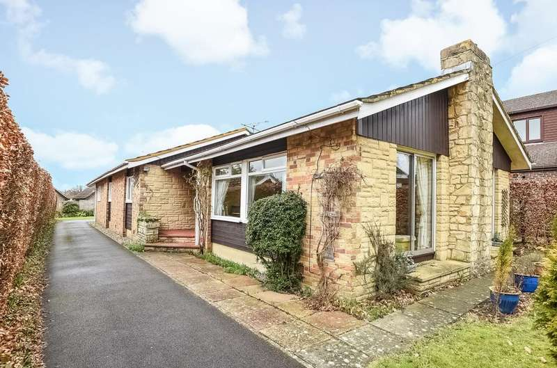 4 Bedrooms Detached Bungalow for sale in Comptons Lane, Horsham, RH13
