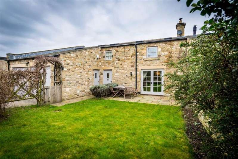 4 Bedrooms Terraced House for sale in West Courtyard, Bedale, North Yorkshire