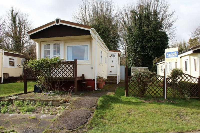 2 Bedrooms Park Home Mobile Home for sale in Limekiln Lane, Baldock, Hertfordshire