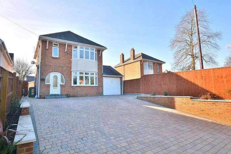 4 Bedrooms Detached House for sale in Merley Lane, Wimborne
