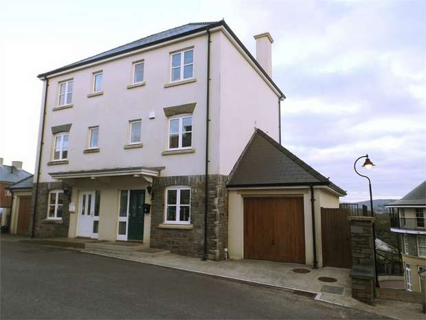 4 Bedrooms Town House for sale in Meadow Bank, Llandarcy, Neath, West Glamorgan