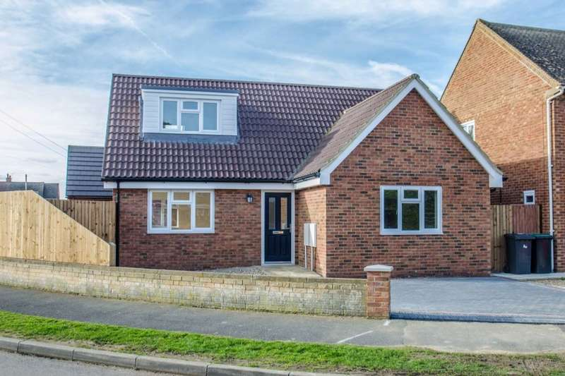 3 Bedrooms Detached Bungalow for sale in Kingsway, Stotfold, Hitchin, SG5
