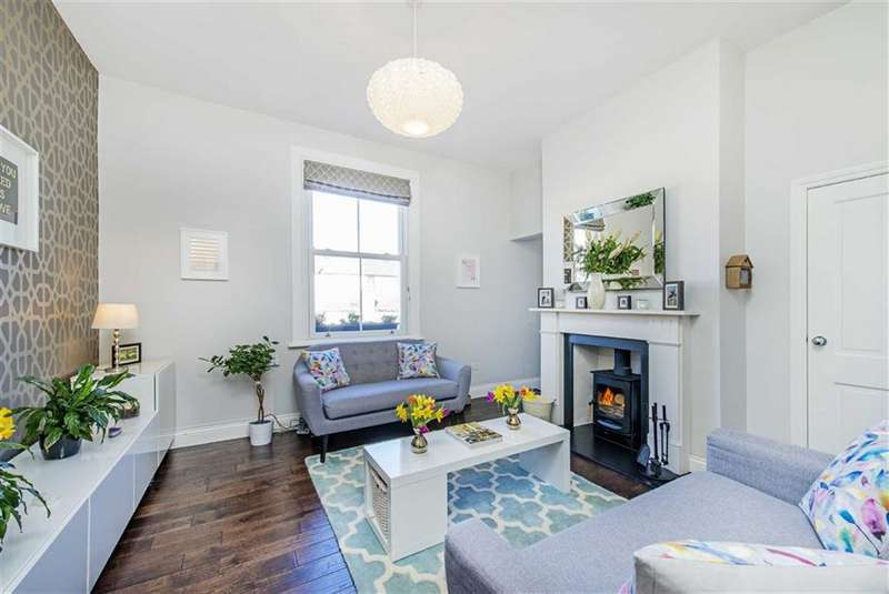 2 Bedrooms Flat for sale in Mitcham Lane, Streatham, London