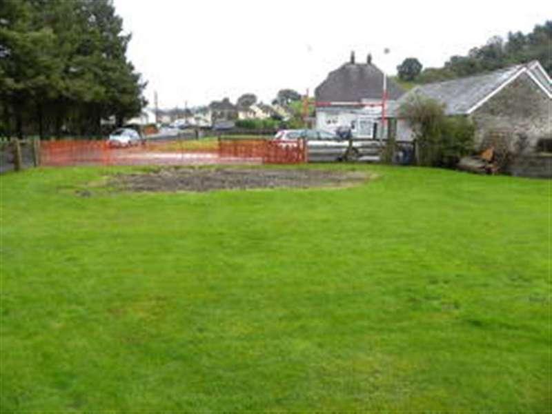 3 Bedrooms Land Commercial for sale in At Llysawel, Llanybydder, Carmarthenshire