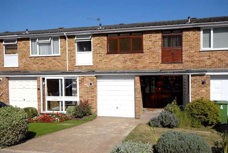 3 Bedrooms Terraced House for sale in Claremont Close