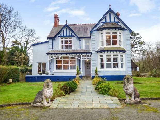 8 Bedrooms Detached House for sale in Llanallgo, Moelfre, Anglesey