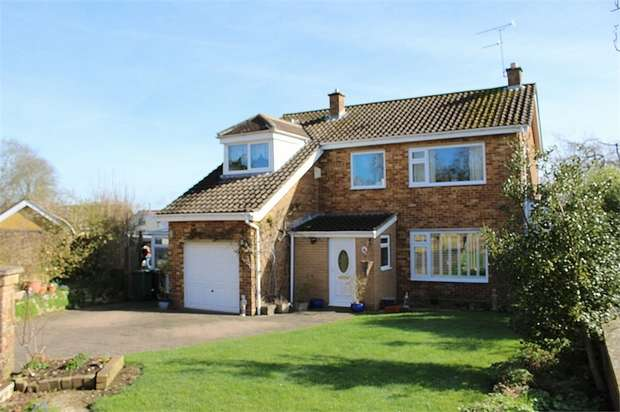 3 Bedrooms Detached House for sale in Arnewood Gardens, Yeovil, Somerset