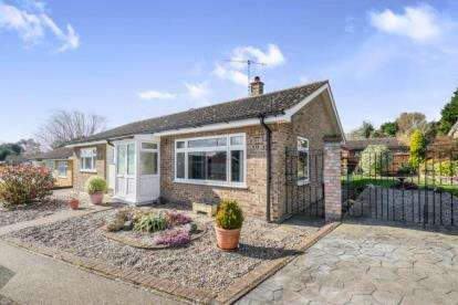 3 Bedrooms Bungalow for sale in Halesworth, Suffolk