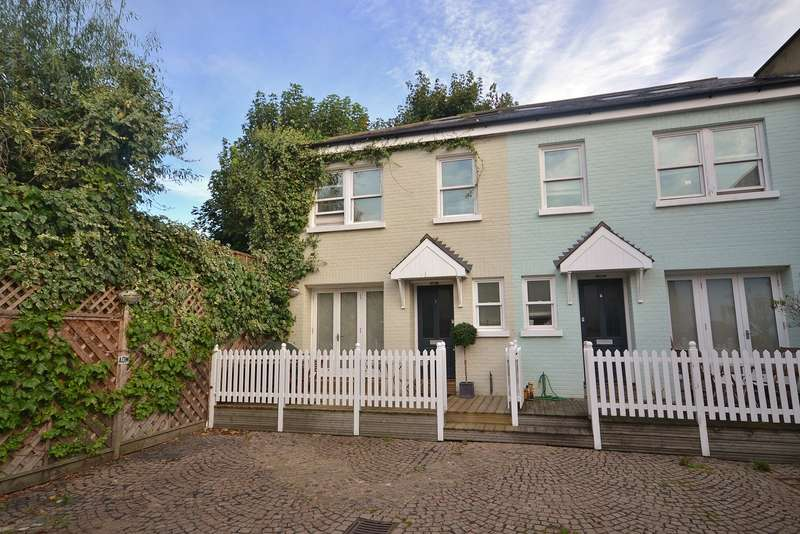 3 Bedrooms Semi Detached House for sale in Thames Ditton
