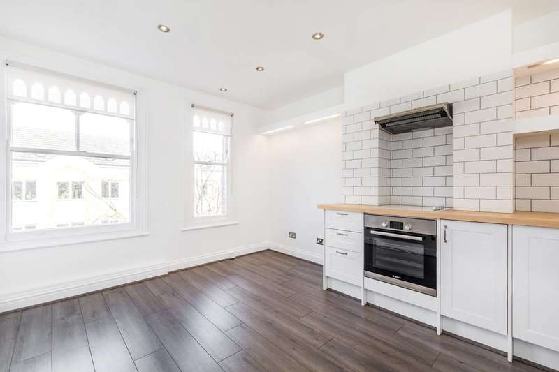 2 Bedrooms Flat for sale in High Street, Teddington, TW11