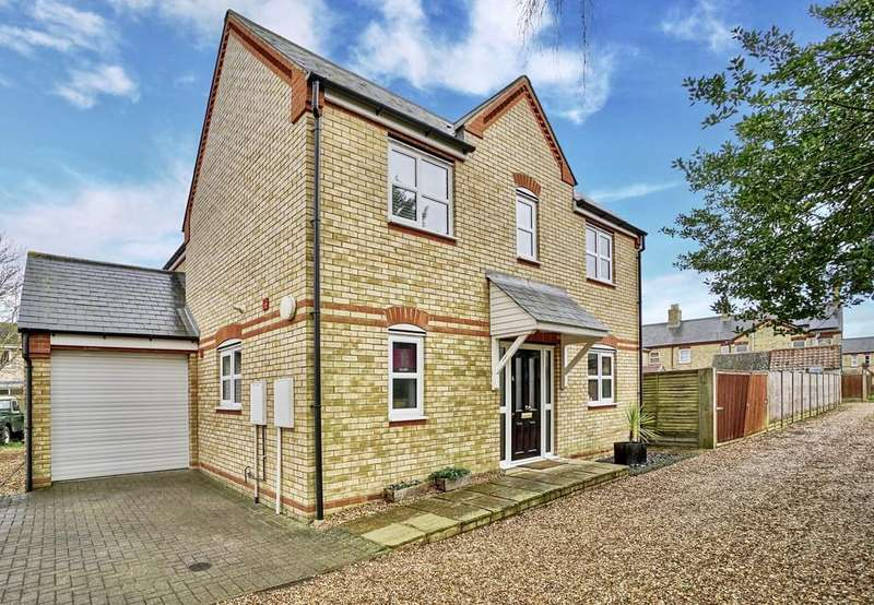 3 Bedrooms Detached House for sale in St. Neots Road, Sandy