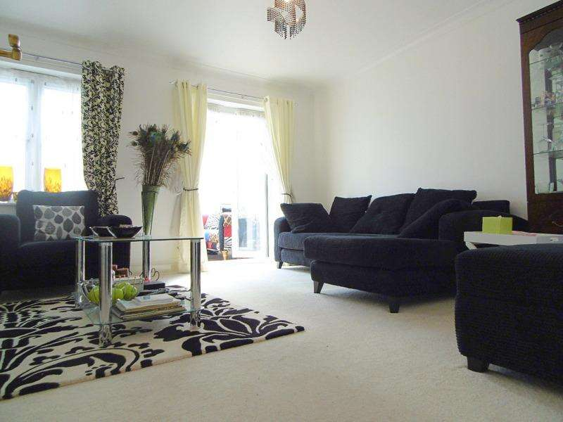 4 Bedrooms Semi Detached House for sale in Shelburne Drive, Whitton, Hounslow