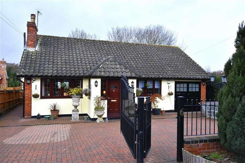 2 Bedrooms Detached Bungalow for sale in The Drift, Keston, Kent
