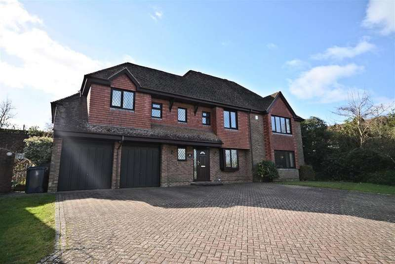 5 Bedrooms Detached House for sale in The Grove, Battle
