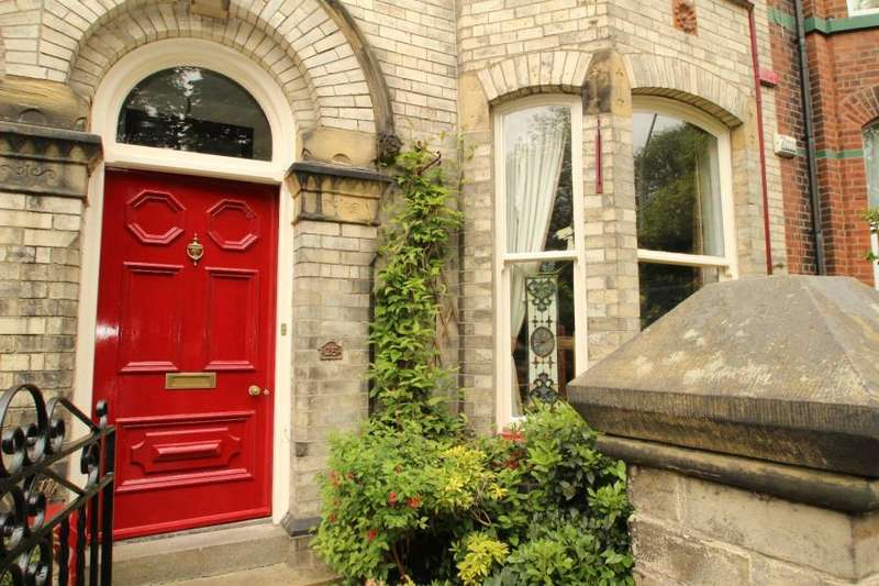 5 Bedrooms Terraced House for sale in GROSVENOR TERRACE, BOOTHAM, YORK, YO30 7AG
