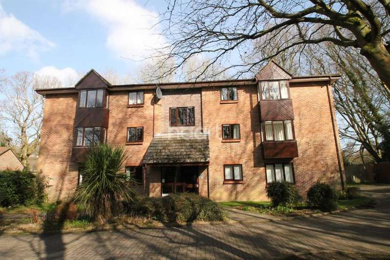 1 Bedroom Flat for sale in Puttocks Close, Haslemere, Surrey