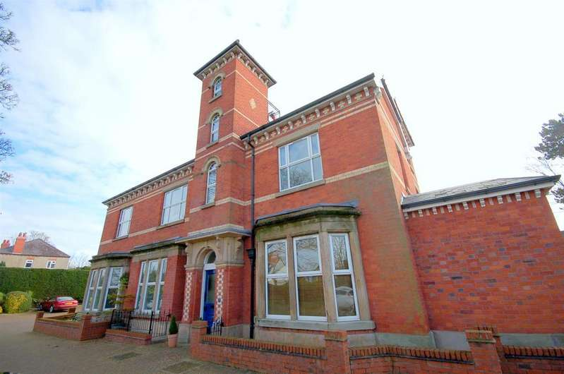 2 Bedrooms Apartment Flat for sale in Newcastle Road, Congleton