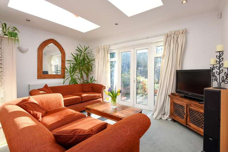 4 Bedrooms Town House for sale in Mottingham Lane London SE9
