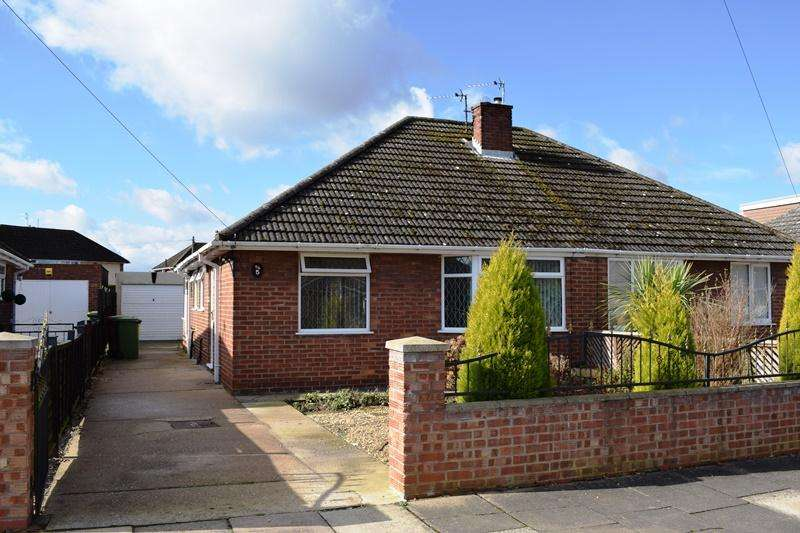 2 Bedrooms Semi Detached Bungalow for sale in Kiddier Avenue, Grimsby DN33