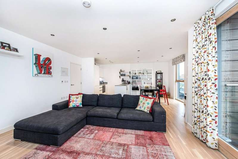 2 Bedrooms Apartment Flat for sale in Cordage House, 15 Cobblestone Square, London, E1W