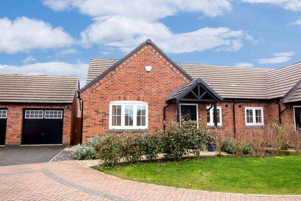 2 Bedrooms Bungalow for sale in Stamp Close, Market Harborough, LE16