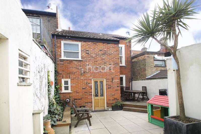 4 Bedrooms Terraced House for sale in High street, Lowestoft