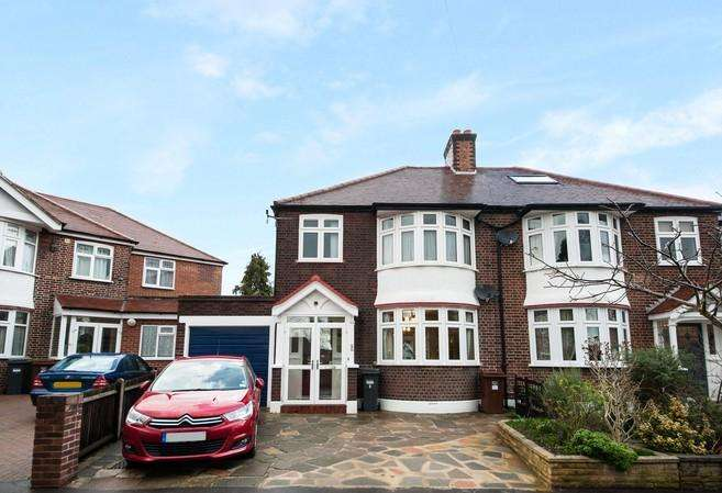 3 Bedrooms Semi Detached House for sale in Downs View, Isleworth