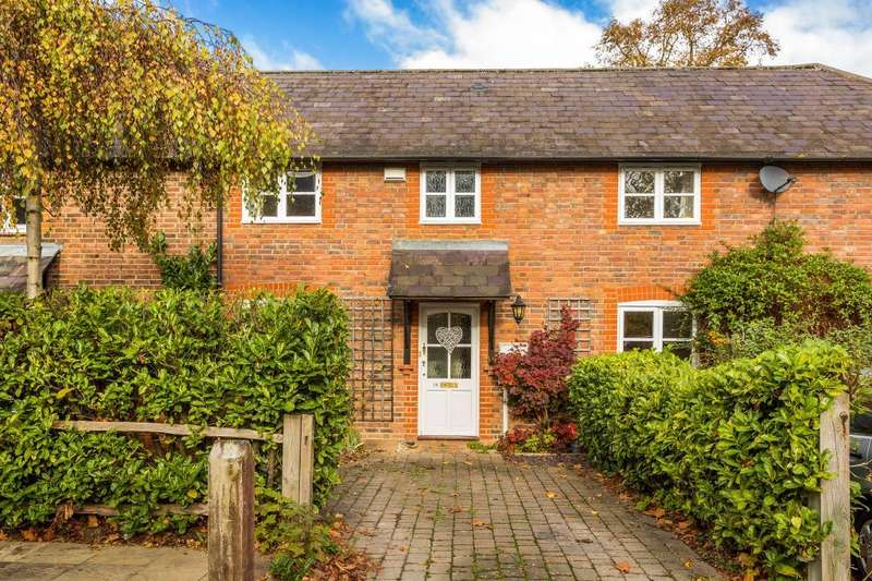 2 Bedrooms Mews House for sale in East Horsley