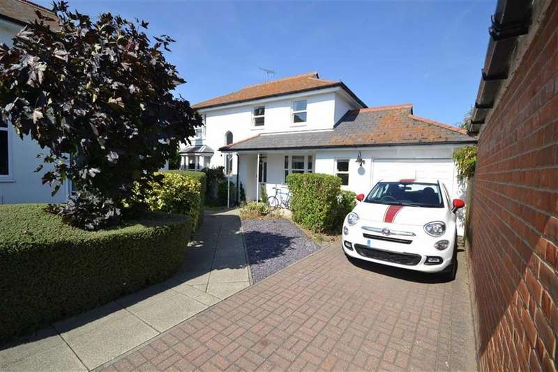 4 Bedrooms Detached House for sale in Queens Court, Burnham-on-Crouch, Essex