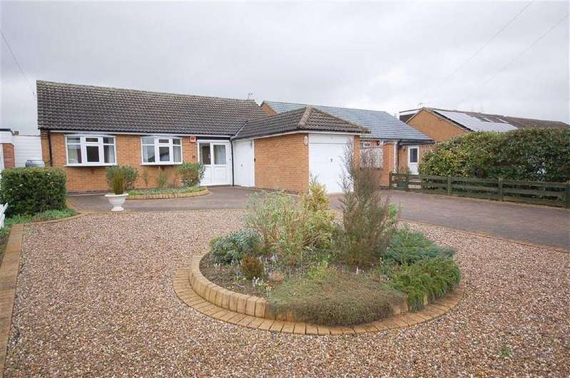 3 Bedrooms Detached Bungalow for sale in Priory Avenue, Tollerton