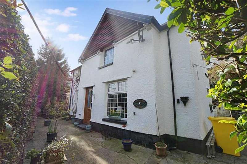 3 Bedrooms Detached House for sale in Trefriw, Conwy