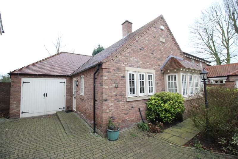 2 Bedrooms Detached Bungalow for sale in Hollymead Court, Selby, YO8