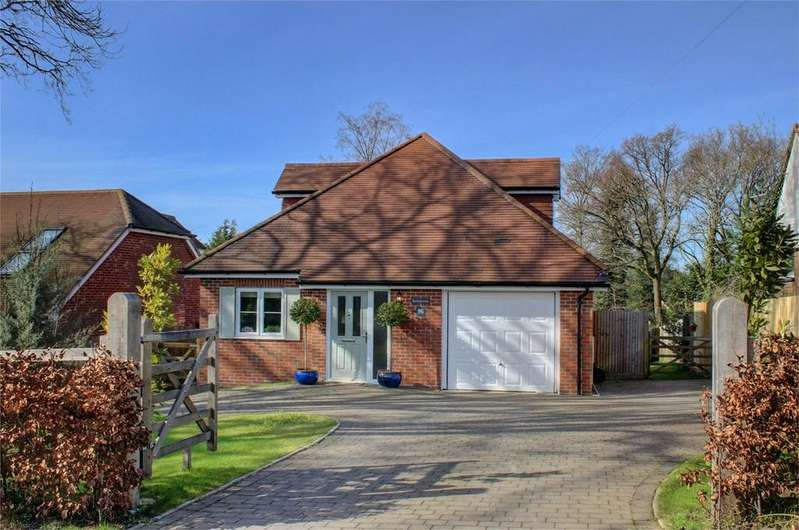 3 Bedrooms Detached House for sale in Blackberry Lane, FOUR MARKS, Hampshire