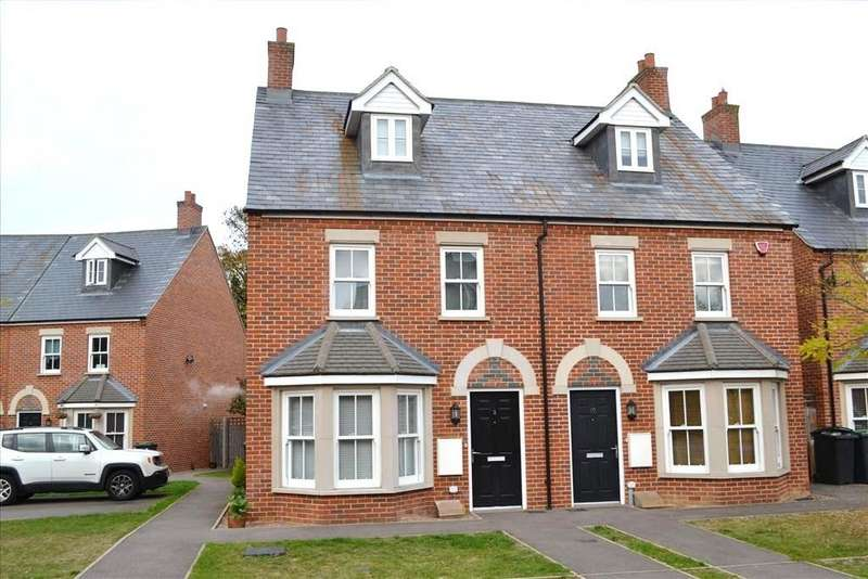 3 Bedrooms Semi Detached House for sale in Barn Field Close, Biggleswade, SG18