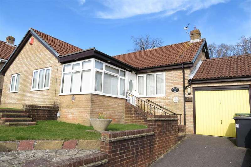 3 Bedrooms Detached Bungalow for sale in Broom Close, Calcot, Reading