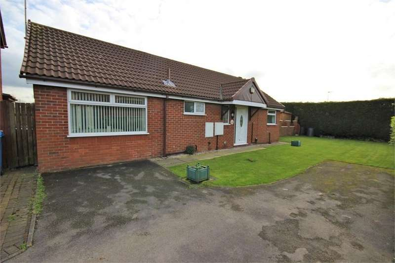 2 Bedrooms Detached Bungalow for sale in Blair Drive, WIDNES, Cheshire