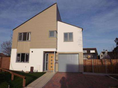 4 Bedrooms Detached House for sale in Hayling Road, Hampshire