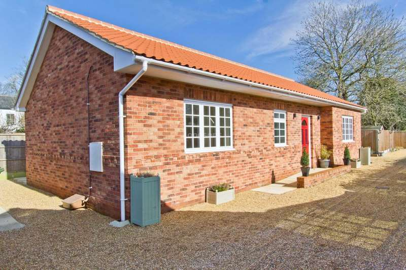 3 Bedrooms Detached Bungalow for sale in Tuns Road, Necton, Swaffham
