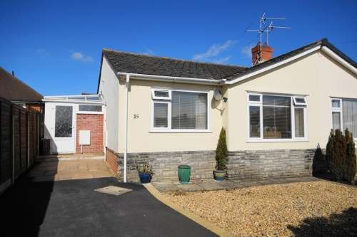 2 Bedrooms Bungalow for sale in Dales Drive, Colehill, Wimborne, Dorset