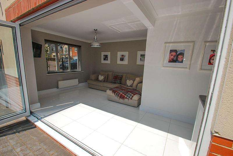 4 Bedrooms Terraced House for sale in Baltic Court, South Shields