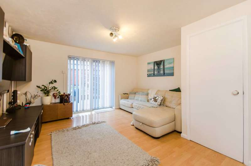 3 Bedrooms Terraced House for sale in Downings, Beckton, E6