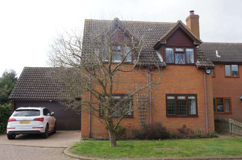 4 Bedrooms Detached House for sale in Thrift View, Cranfield, Bedfordshire
