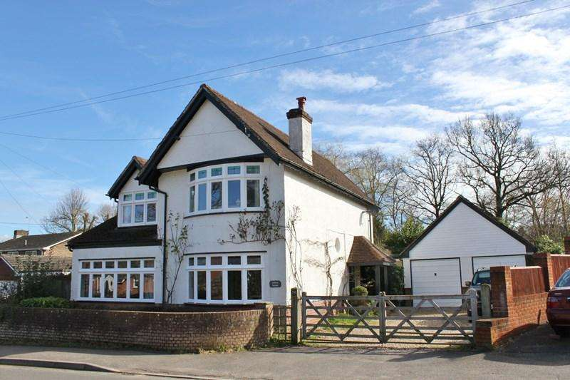 4 Bedrooms Detached House for sale in Station Road, Alderholt, Fordingbridge