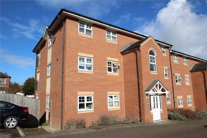 2 Bedrooms Apartment Flat for sale in STONE BRIDGE COURT, FARNLEY CRESCENT, LEEDS, LS12 5AN