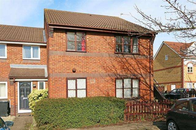 1 Bedroom Flat for sale in OAKMEAD PLACE, MITCHAM