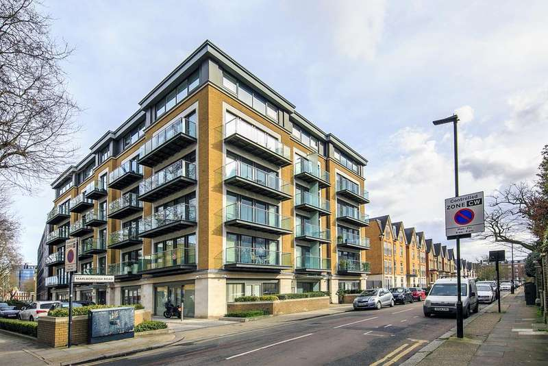 2 Bedrooms Flat for sale in Marlborough Court, Marlborough Road, London