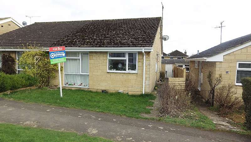 2 Bedrooms Bungalow for sale in Elphick Road, Stratton, Cirencester