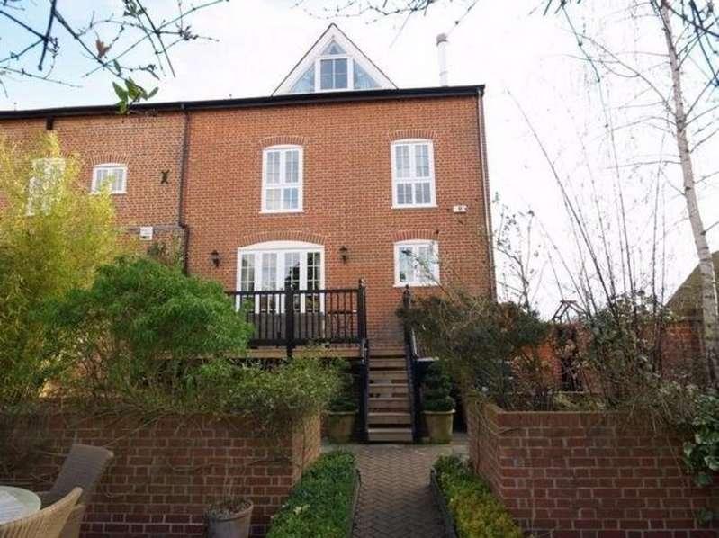 4 Bedrooms Semi Detached House for sale in 8 Raynhams, High St, Saffron Walden, Essex, CB10 1AU