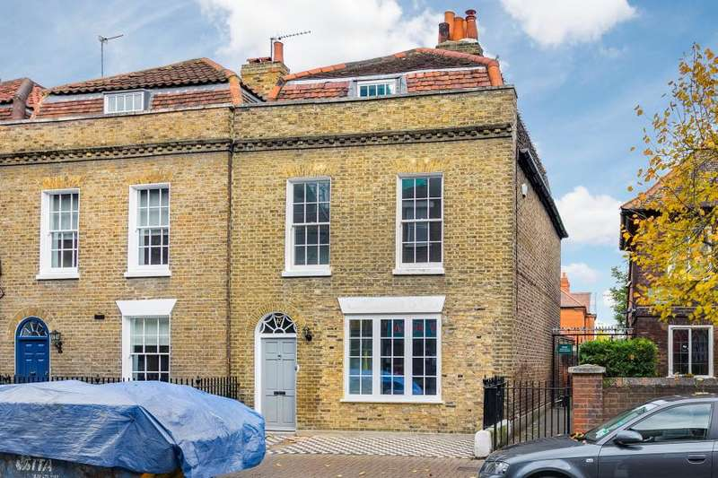 3 Bedrooms Semi Detached House for sale in Old London Road, Kingston upon Thames, KT2
