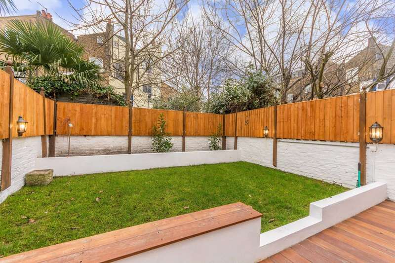 2 Bedrooms Flat for sale in Tollington Road, Holloway, N7